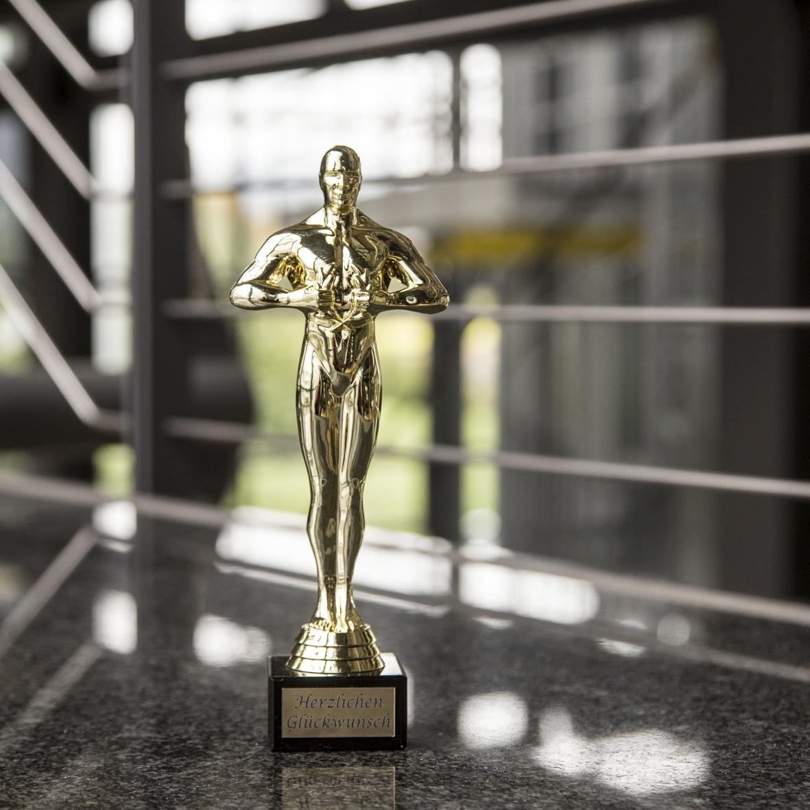 Oskar als Symbol für Erfolg der Unternehmensentwicklung und Identifikation